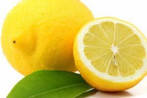 Како да ја зачувате свежината на лимонот