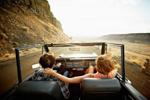 Како да ја спречите мачнината при патување