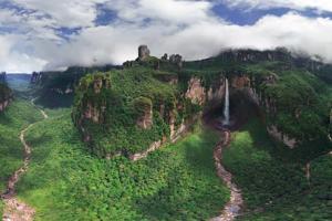 Сте слушнале ли за Ангелскиот водопад - највисокиот водопад во светот?