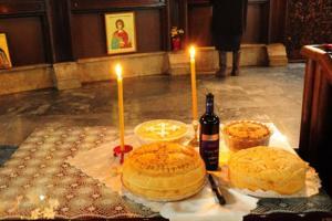 Зошто христијаните палат свеќа во храмовите?