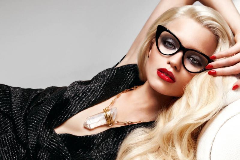 Мејкап совети за девојки со очила