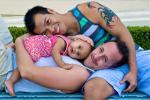 Може ли правилно да се израсне дете од геј родители?