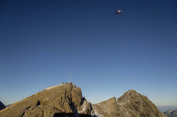 Titlis Cliff Walk, највисокиот мост во Европа, Швајцарци, Peak Walk, Прошетка по врвот, франци, Монт Блан, Ајгер, Алпи, алпинизам, планинарење, alpi, alpinizam, most, svajcarija