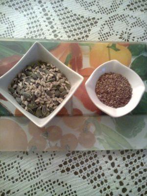 храна, рецепти, јогурт, цимет, сливи, коприва, семе од коприва, семки од тиква, семки од сончоглед, ленено семе