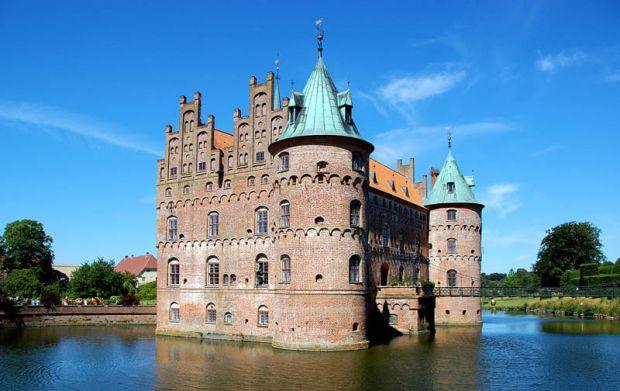 Замоци и тврдини опкружени со вода, Zamoci i tvrdini opkruzeni so voda, Zamokot Egeskov vo Danska, Замокот Egeskov во Данска