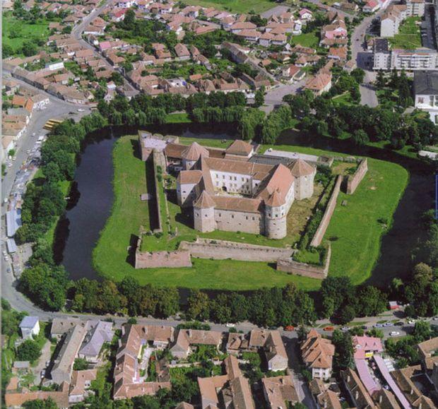 Замоци и тврдини опкружени со вода, Zamoci i tvrdini opkruzeni so voda, Zamokot Fagaras vo Romanija, Замокот  Fagaras во Романија