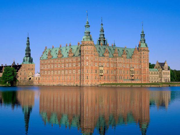 Замоци и тврдини опкружени со вода, Zamoci i tvrdini opkruzeni so voda, Палатата Frederiksborg во Данска, Palatata Frederiksborg vo Danska