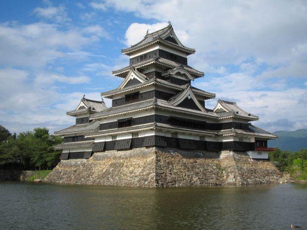 Замоци и тврдини опкружени со вода, Zamoci i tvrdini opkruzeni so voda, Zamokot Matsumoto vo Japonija, Замокот Matsumoto во Јапонија