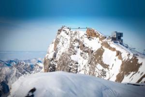 Швајцарците го градат првиот мост кој поврзува врвови на Алпите